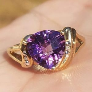 10k Solid Yellow Gold Trillion Amethyst Ring